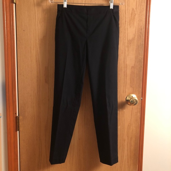 b7e517f640e UNIQLO WOMEN EZY ANKLE LENGTH PANTS. NAVY BLUE. M 5b8dbdd51e2d2d075a50954c